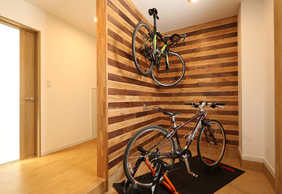 大好きな自転車と暮らす、エアコン1台で暖かい家