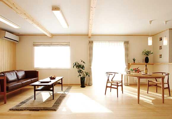 共働きにうれしい大収納と家事動線、太陽光発電のエコ住宅