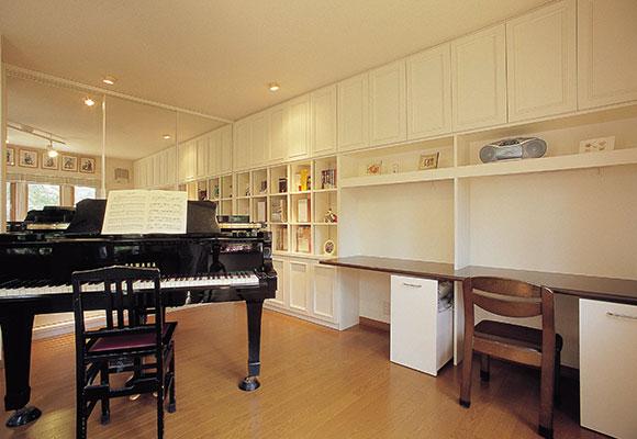 グランドピアノと仕事部屋の悩みが一挙に解決!