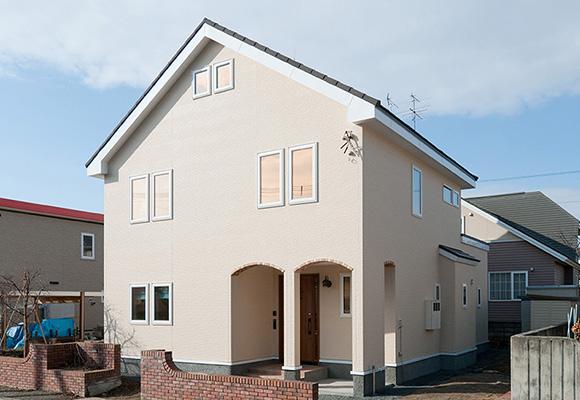 自然光で明るい「家事楽」三角屋根の家
