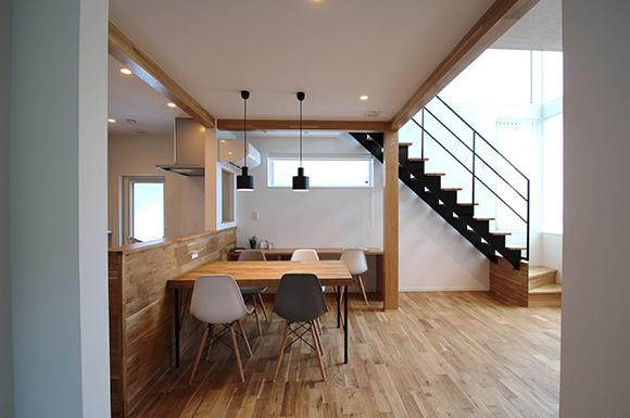 木板張り外壁 鉄骨階段 ナチュラル 無垢フローリング 新築 札幌 注文住宅 工務店 ハウスメーカー