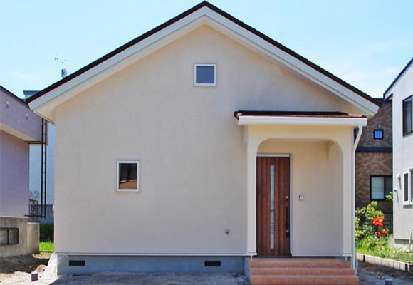 第3回 ぬり壁と三角屋根がかわいい平屋の家 Gran Flat(札幌市厚別区)